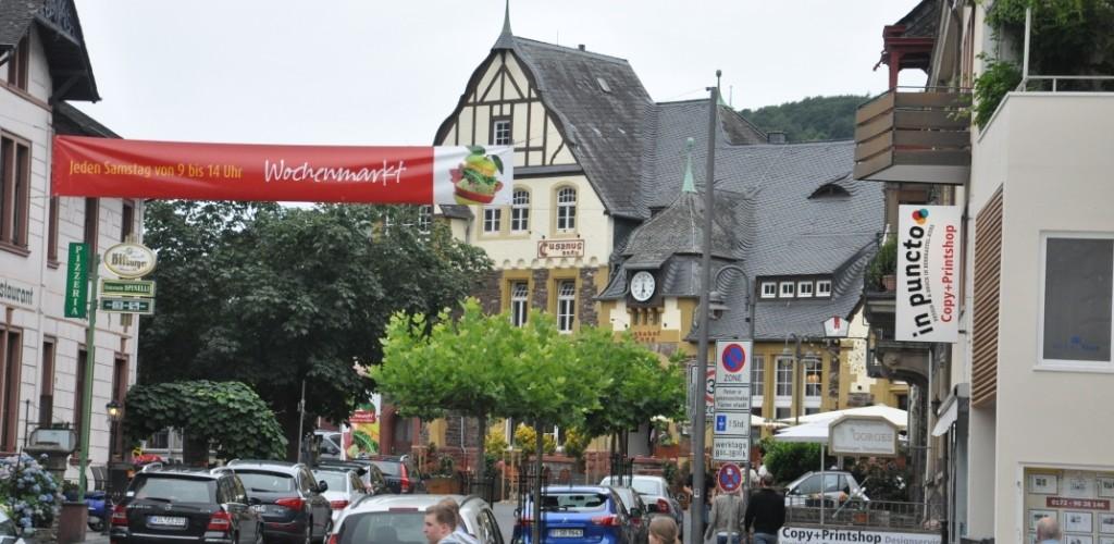 Kues - lewostronna część miasta Bernkastel-Kues. Widok na dawny dworzec kolejowy