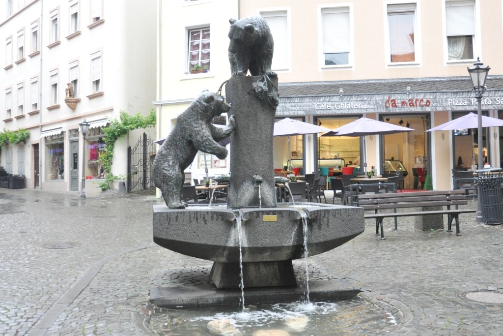 Niedźwiedzia fontanna w Bernkastel - Bärenbrunnen