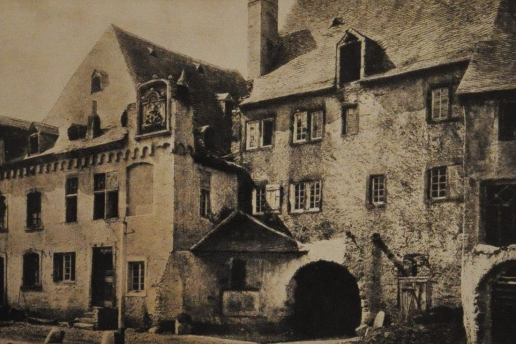 Cusanus-Geburtshaus. Stan ok. 1900
