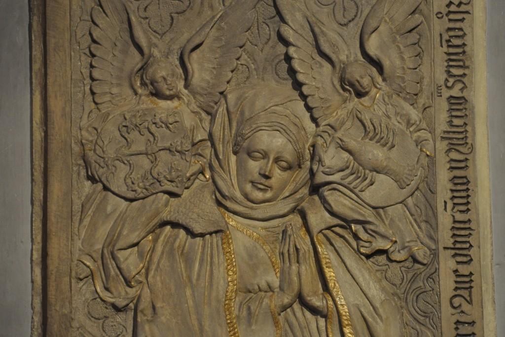 Klara - siostra Mikołaja. Żona burmistrza Trewiru. Płyta nagrobna z kaplicy Szpitala św. Mikołaja w Kues